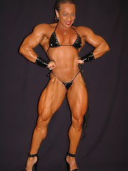 Female muscle is so niked and beautiful .